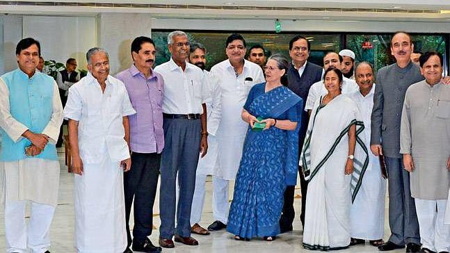 कोरोना संकट पर साझा रणनीति के लिए सोनिया गांधी की अगुवाई में विपक्षी दलों की बैठक आज