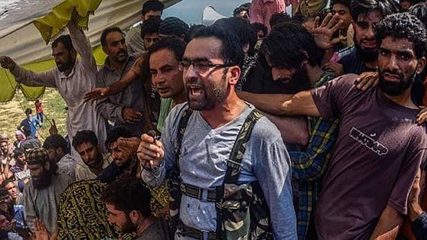 कश्मीर में सुरक्षाबलों को बड़ी सफलता, मुठभेड़ में हिज्बुल कमांडर रियाज नाइकू ढेर, बुरहान वानी के बाद ली थी कमान