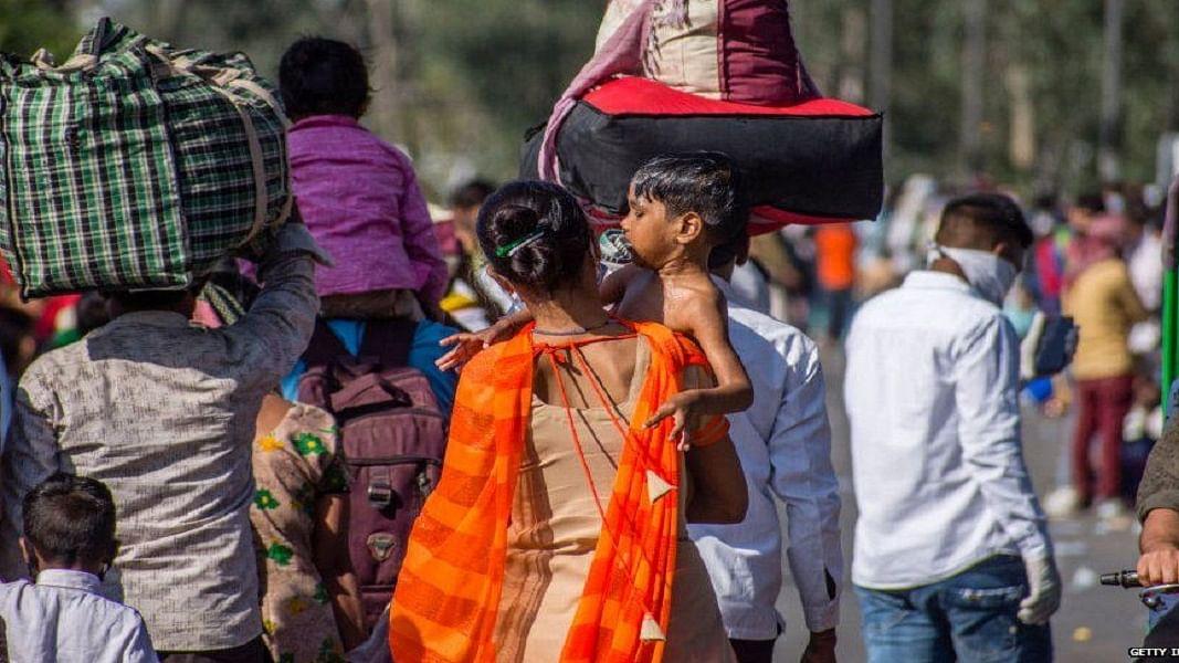 मृणाल पांडे का लेख: मासूम घिसट रहे, सड़कों पर बच्चे जन रहीं महिलाएं, आंखे मूंद 20 लाख करोड़ का दंभ भर रही सरकार!