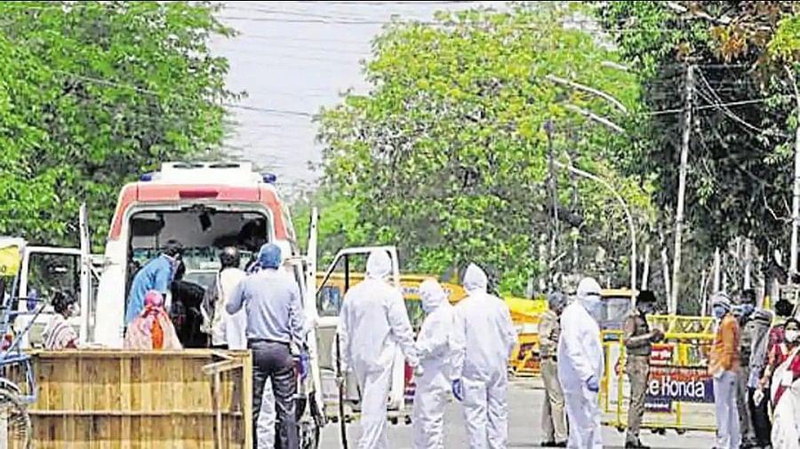 दिल्ली से सटे नोएडा में खतरनाक हुआ कोरोना, वायरस से हुई तीसरी मौत, पत्नी भी कोरोना संक्रमित