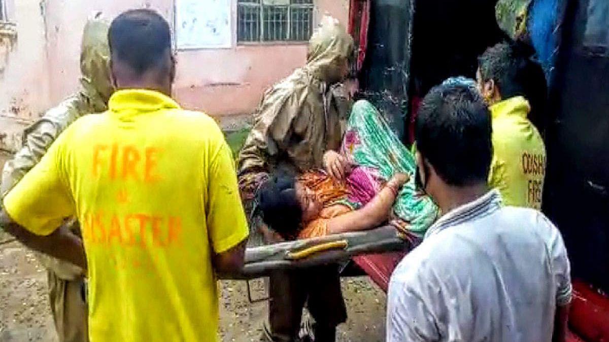 ओडिशाः अम्फान के कहर के बीच महिला ने फायरब्रिगेड गाड़ी में बच्ची को दिया जन्म, दोनों सुरक्षित