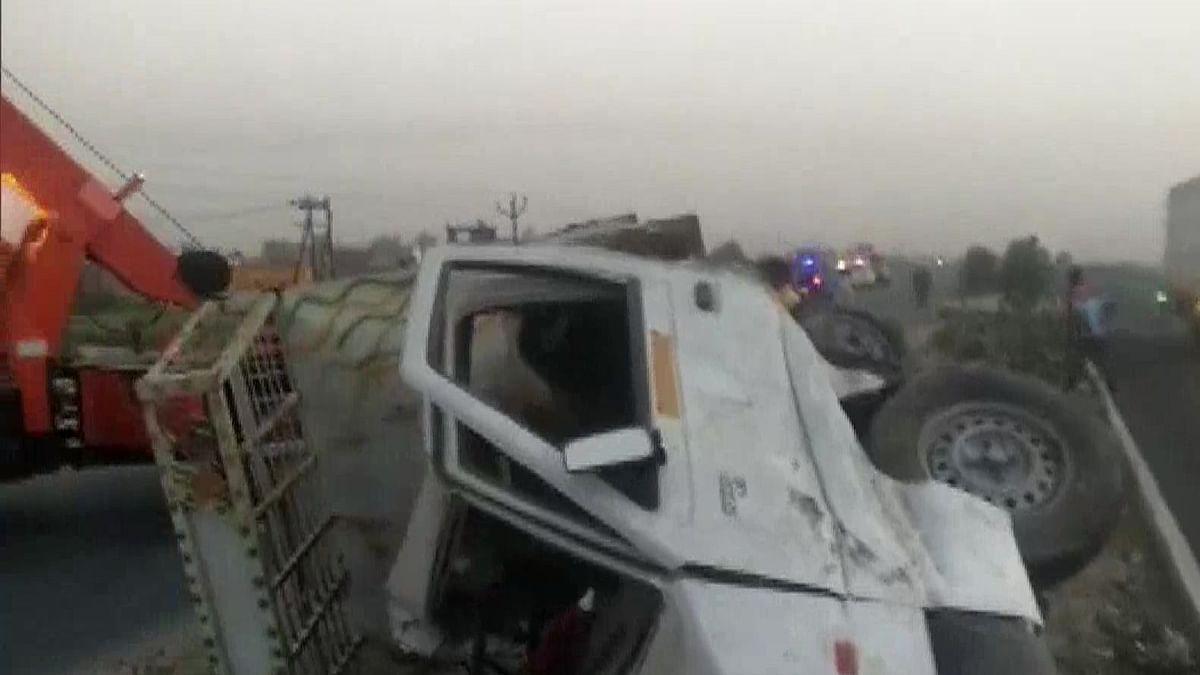 लॉकडाउन के बीच यूपी के इटावा में दर्दनाक सड़क हादसा, पिकअप वैन और ट्रक की टक्कर में 6 किसानों की मौत