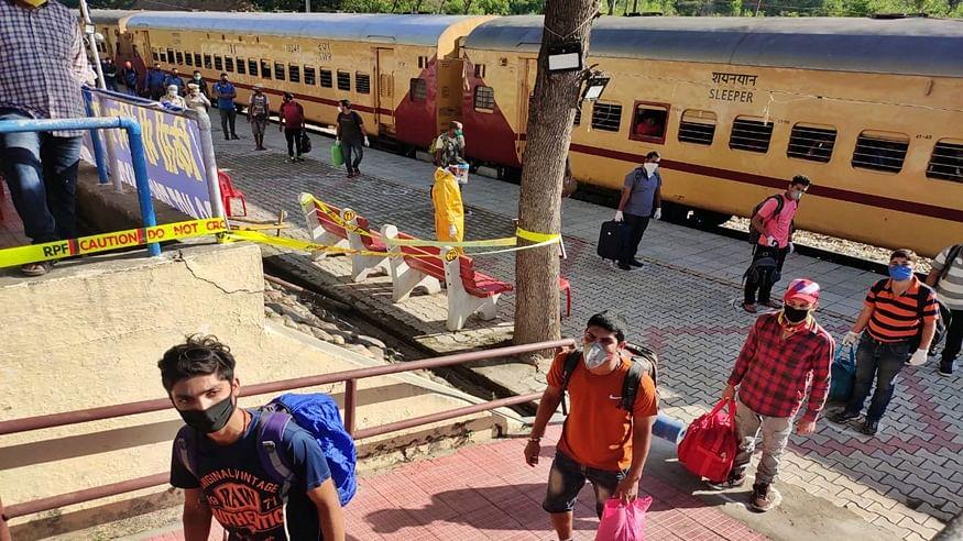 विशेष ट्रेन से कोरोना का सफर दिल्ली टू गोवा! यात्रा करने वाली महिला मिली पॉजिटिव, तीन संक्रमित पहुंचे गोवा
