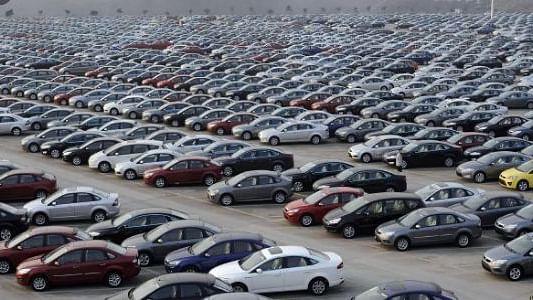 कोरोना संकट की मार, ब्रिटेन में  कारों की बिक्री में रिकॉर्ड गिरावट, दूसरे विश्व युद्ध के बाद पहली बार हुआ ऐसा