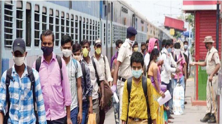 मृणाल पाण्डे का लेखः प्रवासी मजदूरों की वापसी के बाद की चुनौती, अर्थव्यवस्था डूबने के साथ महामारी फैलने का खतरा