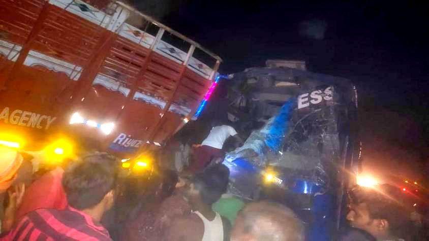 उत्तर प्रदेश: मजदूरों को बिहार ले जा रही बस कुशीनगर में ट्रक से टकराई, 12 घायल, 7 की हालत नाजुक