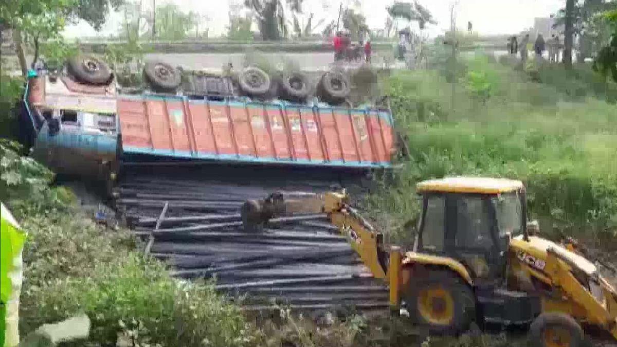 प्रवासी मजदूरों पर कोरोना लॉकडाउन भारी! बिहार में ट्रक-बस की टक्कर में 6 मजदूरों की मौत, 24 घंटे में तीसरा हादसा