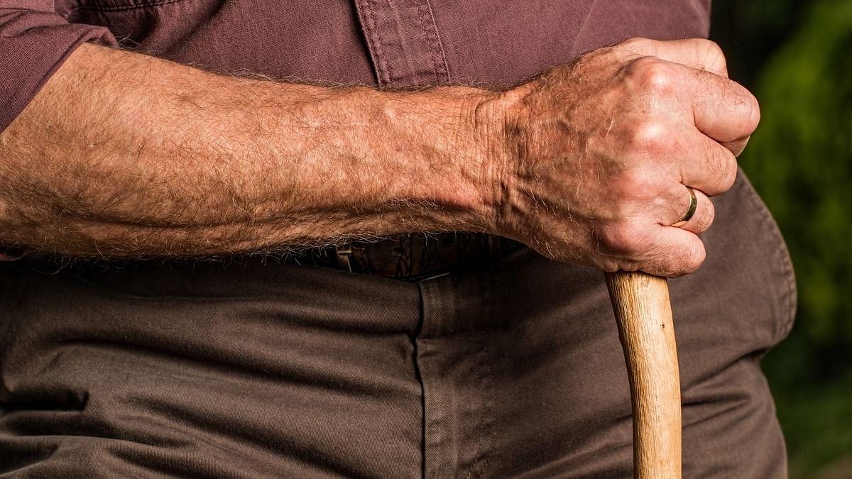 शर्मनाक: अस्पताल में बिल नहीं दे पाने पर बुजुर्ग मरीज को रस्सियों से बांधा, मध्य प्रदेश की घटना