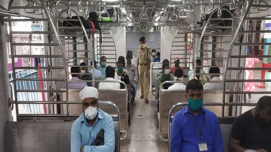 ढाई माह बाद फिर धड़की मुंबई की लाइफलाइन, आज से कई रूट पर लोकल ट्रेन सेवा शुरू