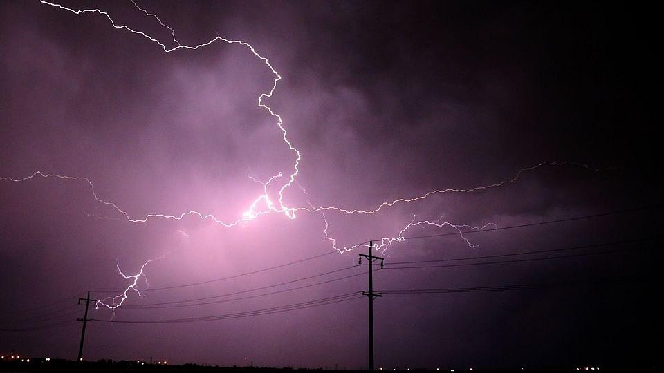 कोरोना संकट के बीच आकाशीय बिजली का कहर, बिहार में 83, उत्तर प्रदेश में 24 लोगों की मौत, कई घायल