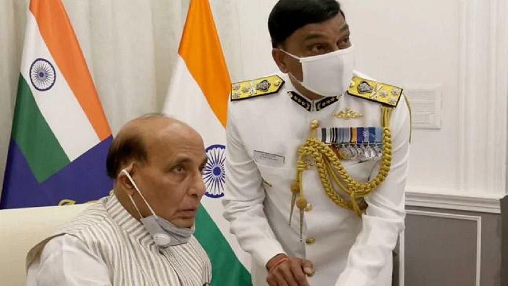 बड़ी खबर LIVE: रक्षा मंत्री ने रूस रवाना होने से पहले CDS, तीनों सेनाओं के प्रमुखों के साथ चीन मुद्दे पर की बैठक
