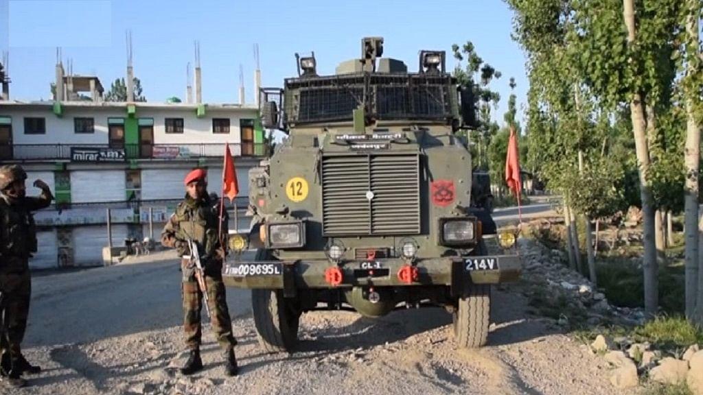 जम्मू-कश्मीर के शोपियां में सुरक्षा बलों से मुठभेड़ में तीन आतंकी मारे गए