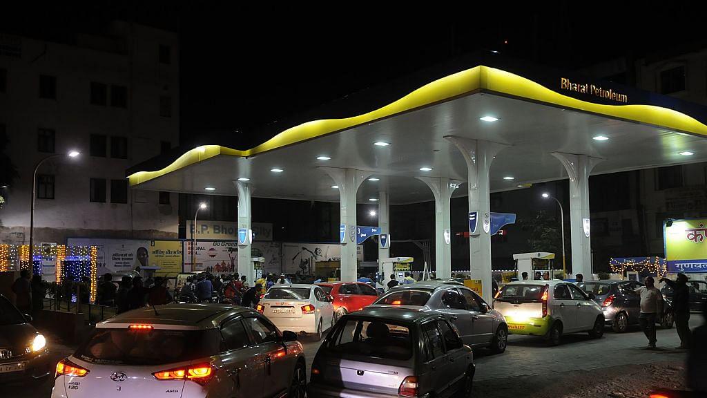 अर्थ जगत की 5 बड़ी खबरें: 6 दिन में 3 रुपये से अधिक बढ़े पेट्रोल-डीजल के दाम और भारत-चीन व्यापार में सबसे बड़ी गिरावट!