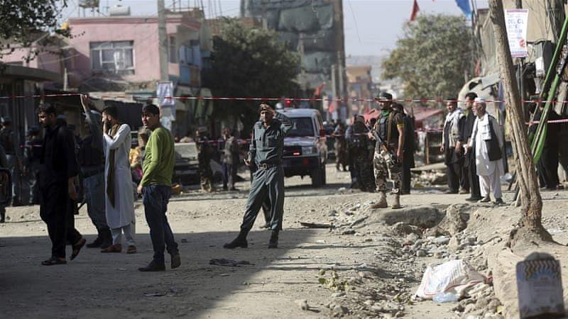 दुनिया की 5 बड़ी खबरें: काबुल में मस्जिद बम विस्फोट में चार की मौत और गरीबी की चपेट में आएंगे 1 अरब से ज्यादा लोग!