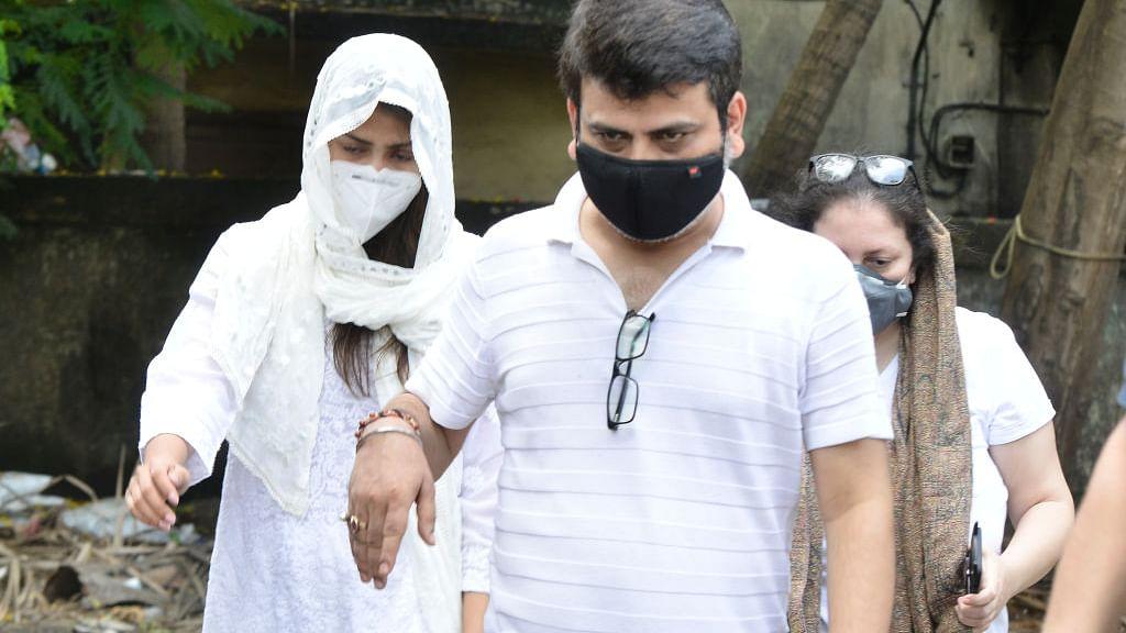 सिनेजीवन:रिया चक्रवर्ती ने सुशांत को सुसाइड के लिए उकसाया? मामला दर्ज और अभिषेक की वेबसीरीज का टीजर रिलीज