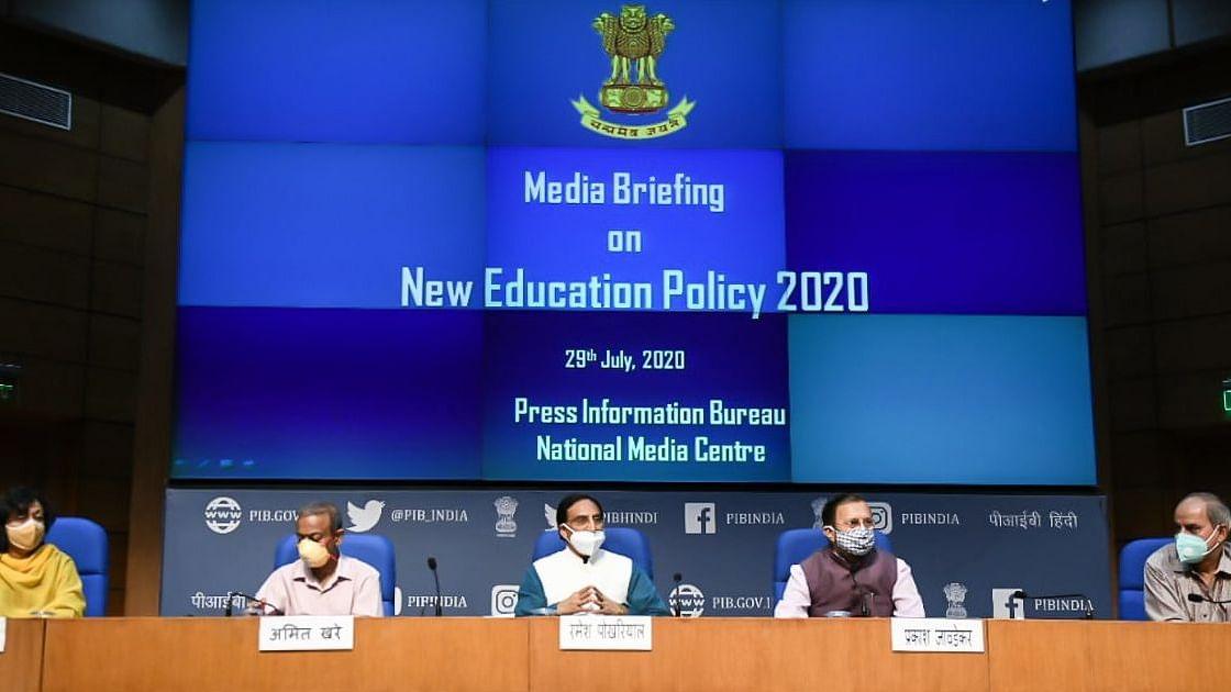 नई शिक्षा नीति लागू, 5वीं तक मातृभाषा में पढ़ाई, मल्टिपल इंट्री-एग्जिट सुविधा, HRD-UGC-AICTE सब खत्म!