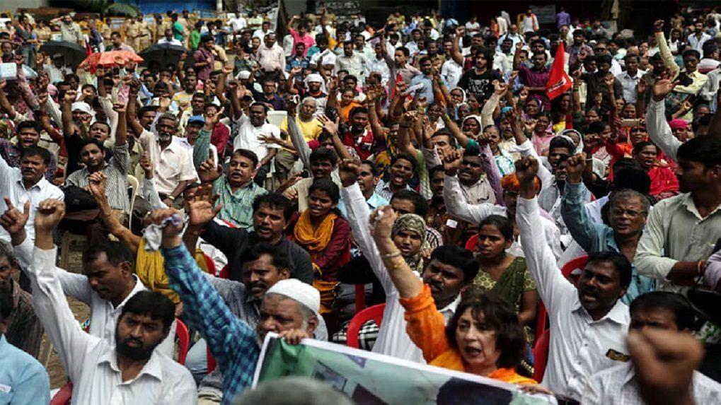 भारत में लोकतंत्र की जड़ों को मजबूत करने में अहम योगदान देने वाली सिविल सोसाइटी डरने क्यों लगी है?