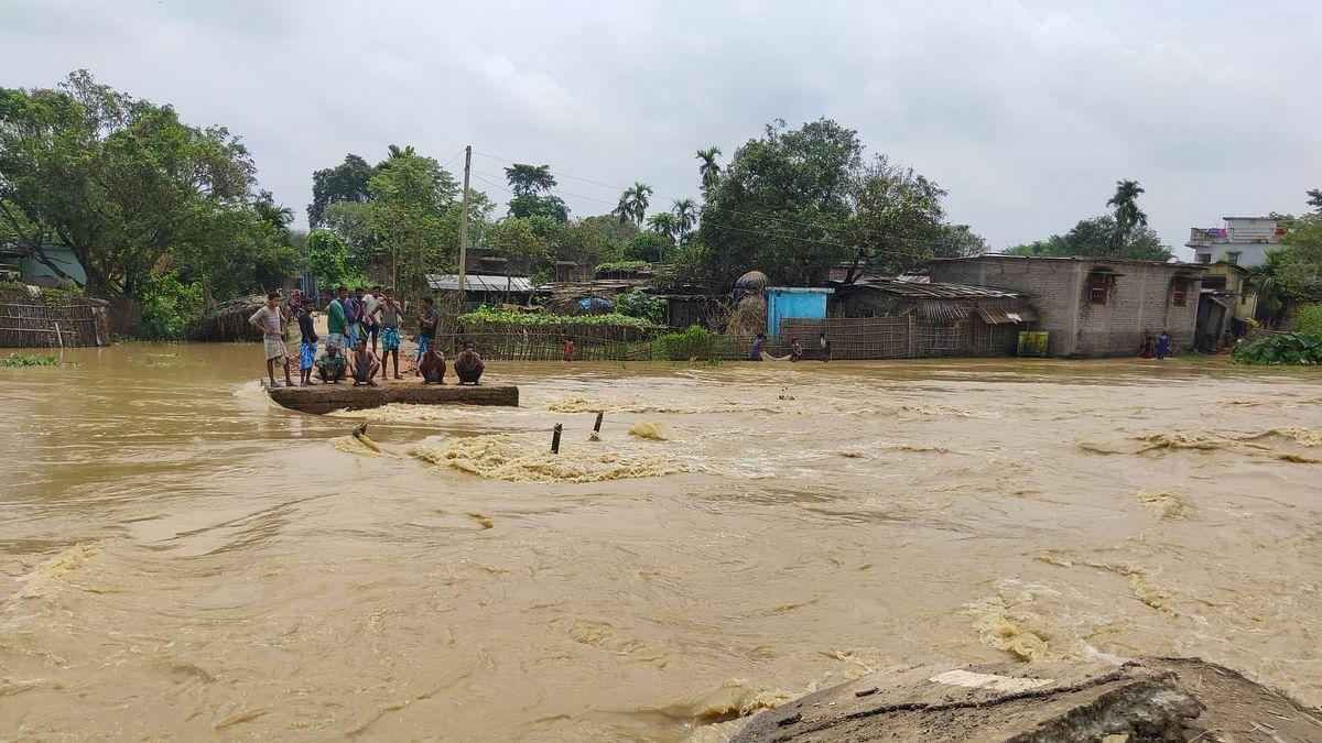 बिहार में बारिश और बाढ़ ने मचाई तबाही, पानी में डूबे कई जिले, NDRF की 16 टीमें राहत के काम में जुटीं