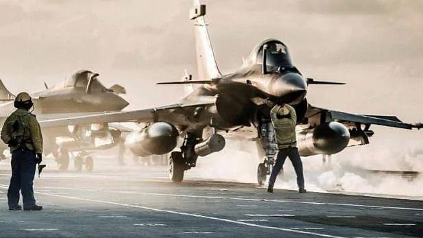 वीडियो: फ्रांस से भारत के लिए 5 राफेल ने भरी उड़ान, ये जांबाज उड़ाकर ला रहे हैं लड़ाकू विमान