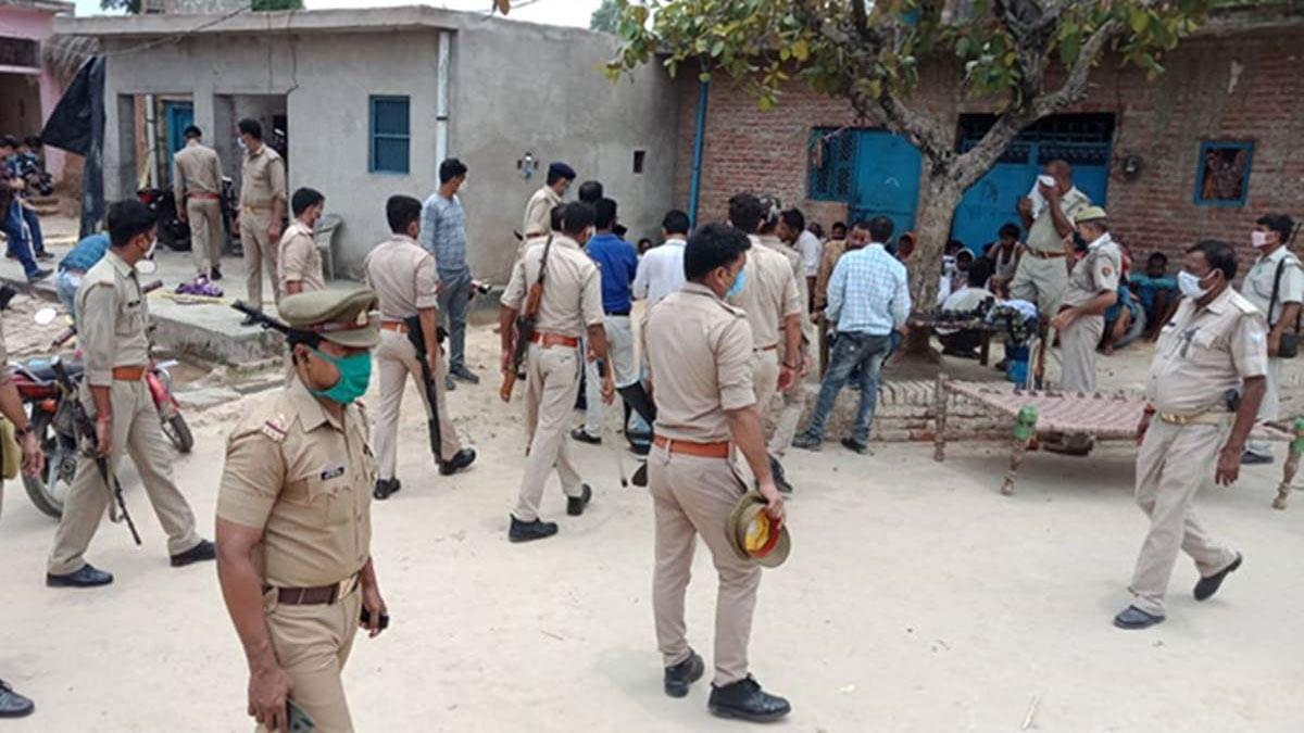 कानपुर एनकाउंटर: अब आईबी पड़ी विकास दुबे के पीछे, यूपी के राजनेताओं और नौकरशाहों का मिलता था साथ?