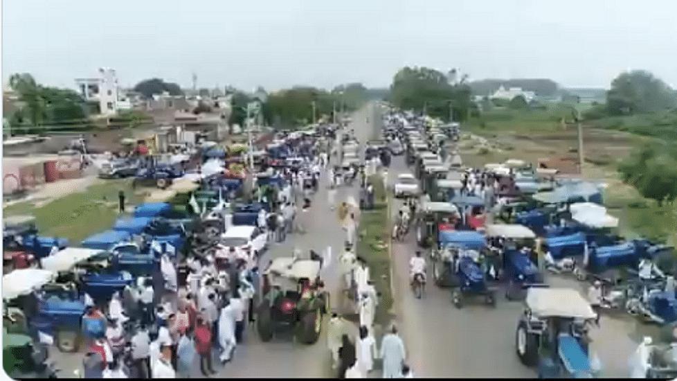 पंजाब में मोदी सरकार के खिलाफ किसानों  का विशाल ट्रैक्टर मार्च, अकाली-बीजेपी  नेताओं के घरों-दफ्तरों को घेरा