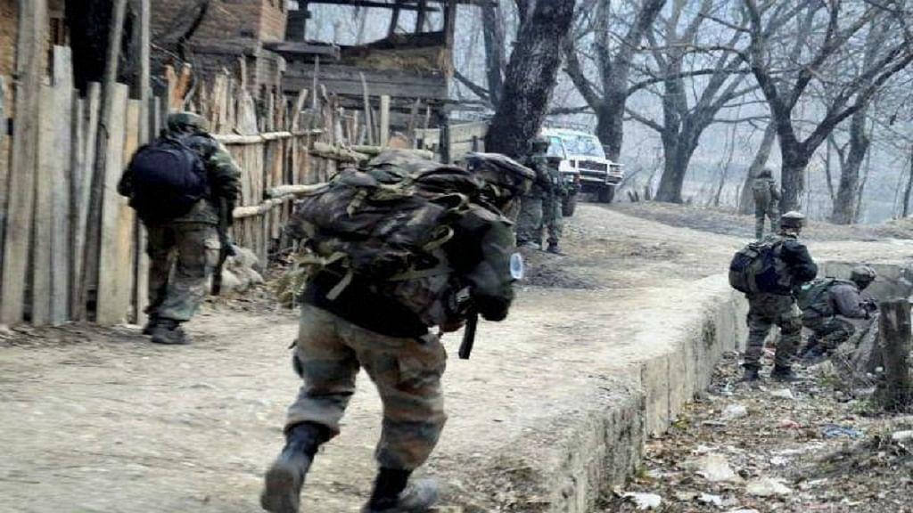 जम्मू-कश्मीर: सोपोर में CRPF के गश्ती दल पर आतंकी हमला, एक जवान शहीद, तीन घायल