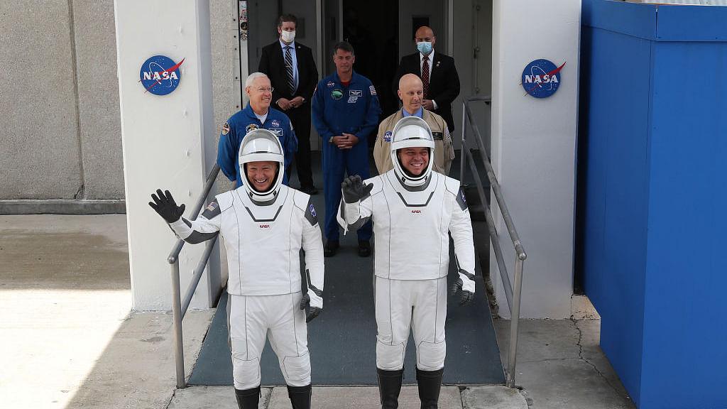 दुनिया की 5 बड़ी खबरें: इस दिन पूरा होगा स्पेसएक्स का पहला मानव सहित मिशन और ट्रंप की फिर हुई किरकिरी!