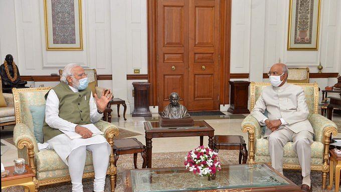 पीएम मोदी ने राष्ट्रपति रामनाथ कोविंद से की मुलाकात, राष्ट्रीय-अंतर्राष्ट्रीय मुद्दों पर हुई बात