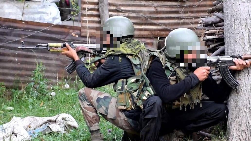 जम्मू-कश्मीर के शोपियां में सुरक्षाबलों और आतंकियों की बीच मुठभेड़, तीन आतंकवादी ढेर