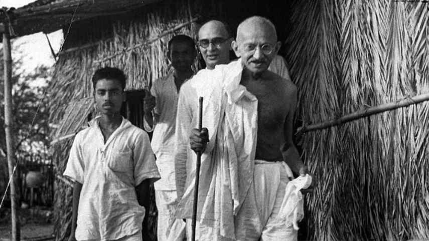 राम पुनियानी का लेखः गांधी को नस्लवादी बताने की मुहिम शर्मनाक, समानता को समर्पित  उनका जीवन ही जवाब
