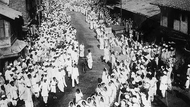 1942 के भारत छोड़ो आंदोलन से ग़द्दारी की कहानी, आरएसएस और सावरकर की ज़ुबानी