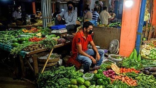 अर्थ जगत की 5 बड़ी खबरें: दोगुने-तिगुने हुए सब्जियों के दाम, अभी राहत के आसार नहीं और टिकटॉक को लेकर बड़ी खबर