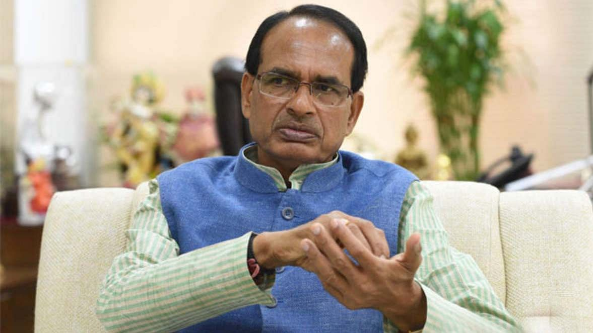 MP में अब बाहर के लोगों को नहीं मिलेगी नौकरी, CM शिवराज के फैसले पर उठे सवाल, सोशल मीडिया पर हुई किरकिरी