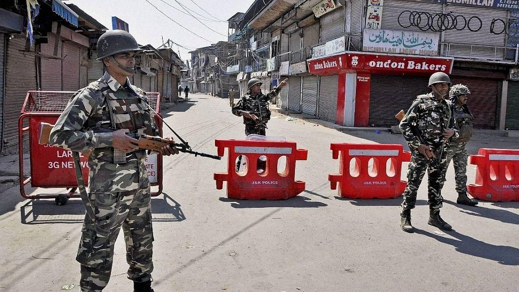 धारा 370 हटाने की पहली वर्षगांठ से पहले छावनी में तब्दील घाटी! कश्मीर में 2 दिन के लिए लगाया गया कर्फ्यू