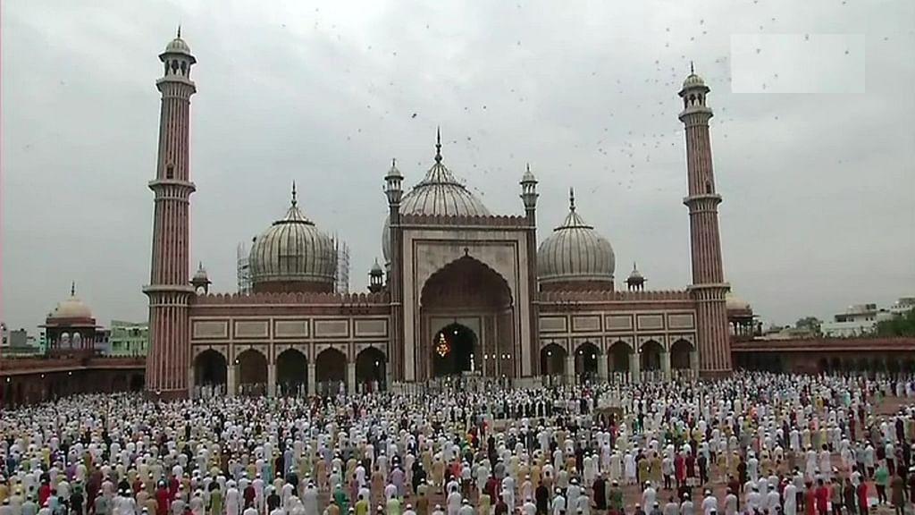 देश भर में मनाया जा रहा बकरीद का त्योहार, जामा मस्जिद में अदा की गई ईद की नमाज