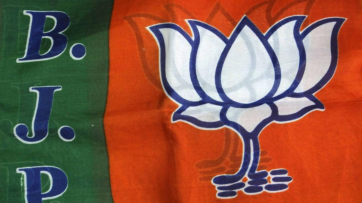यूपी बीजेपी में छूट रहा 'सबका साथ', दो खेमों में बंटी पार्टी, विधायक और सांसद में घमासान!