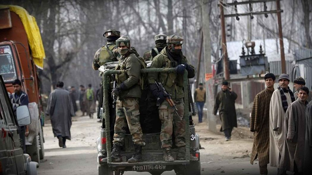 नवजीवन बुलेटिन: श्रीनगर में बड़ा आतंकी हमला और राहुल गांधी ने पीएम को कोरोना वैक्सीन को लेकर दी ये सलाह