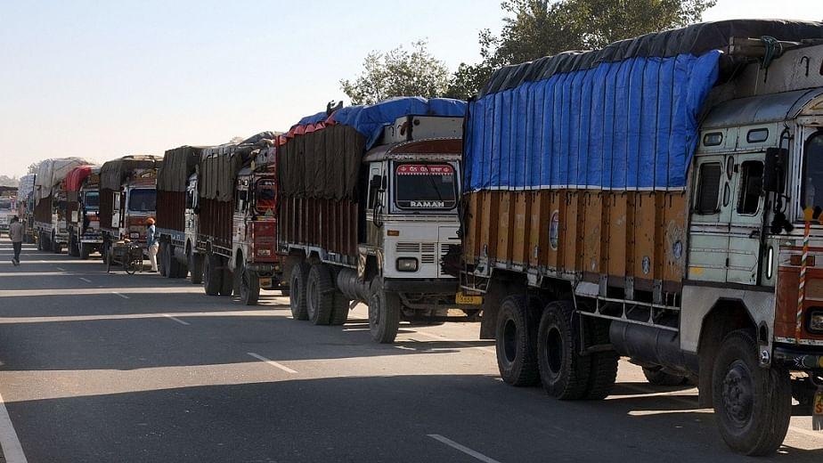 मध्य प्रदेश में भ्रष्टाचार से तंग ट्रक ऑपरेटर हड़ताल पर गए,  कांग्रेस ने की तत्काल राहत देने की मांग