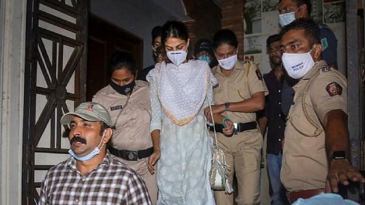 सिनेजीवन: CBI पहली बार रिया के माता-पिता से कर रही पूछताछ और सुशांत के परिवार के खिलाफ लीगल एक्शन लेंगी रिया