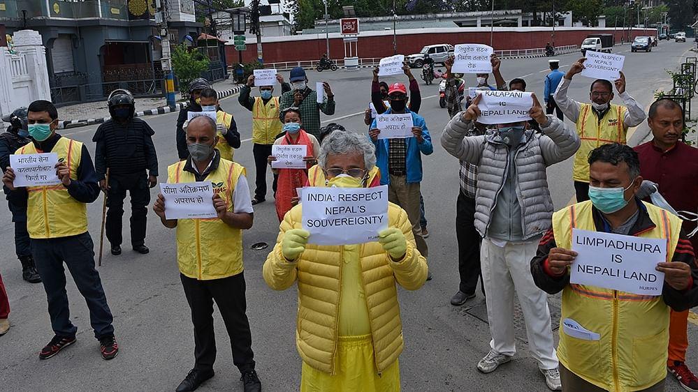 लद्दाख के बाद नेपाल सीमा पर चीन की नई चाल, भारत विरोधी प्रदर्शनों की फंडिंग कर रहा ड्रैगन