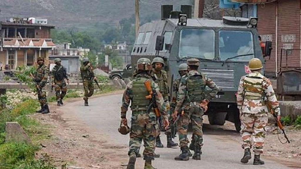 जम्मू-कश्मीर: बडगाम में सुरक्षा बलों की बड़ी कार्रवाई, लश्कर के 4 मददगार गिरफ्तार, हथियार और गोला-बारूद बरामद