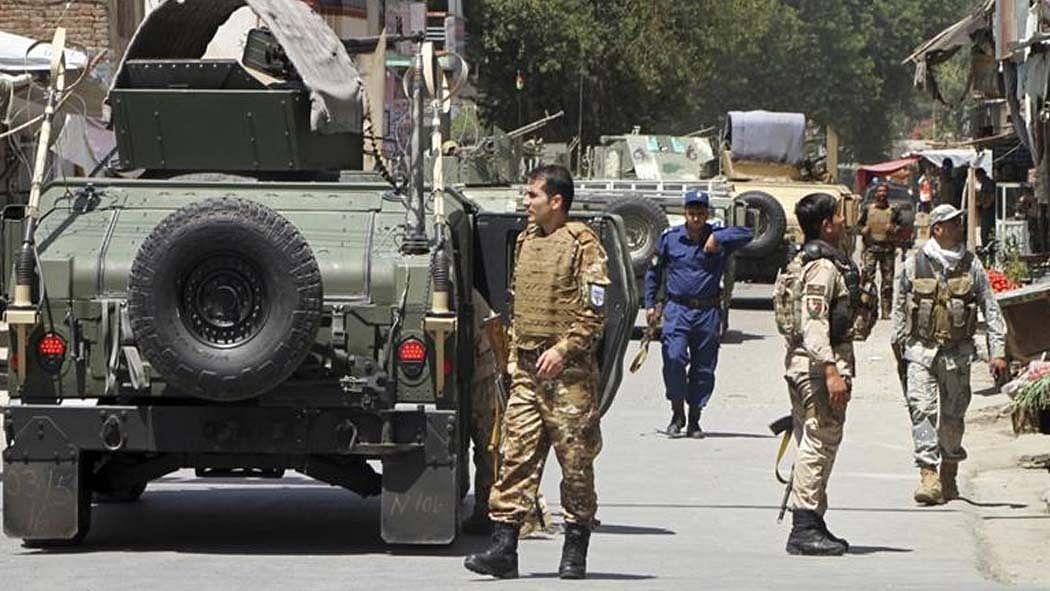 दुनिया की 5 बड़ी खबरें: ब्रिटेन में लगेगा 'शीतकालीन लॉकडाउन'? और तालिबान हमले में 9 अफगानी सुरक्षाकर्मी शहीद