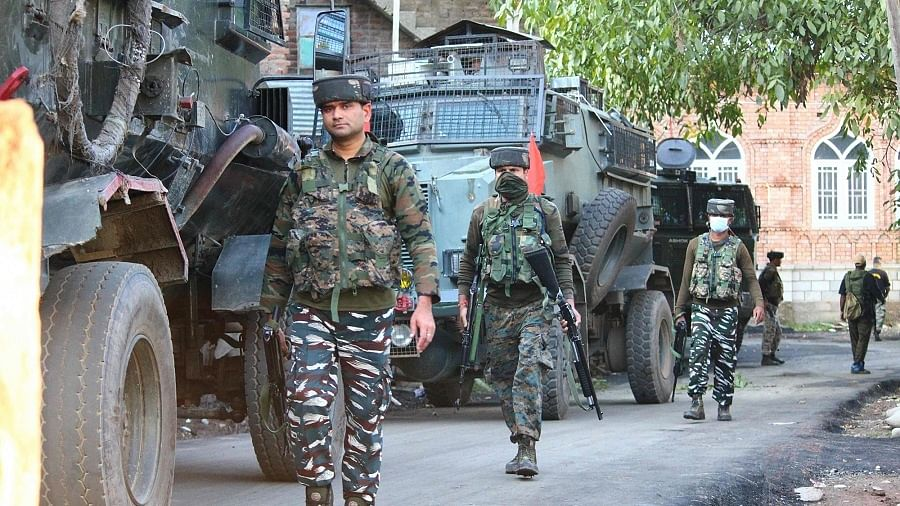 12 घंटे में कश्मीर में आतंकियों के साथ दूसरा मुठभेड़ शुरू, बारामूला के बाद पुलवामा में एनकाउंटर जारी