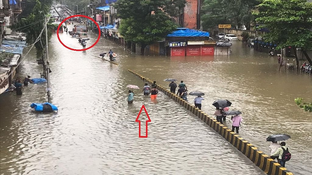 मूसलाधार बारिश से मुंबई बेहाल, सड़क से लेकर रेलवे ट्रैक तक जलजमाव, निजी और सरकारी संस्थानों में छुट्टी घोषित