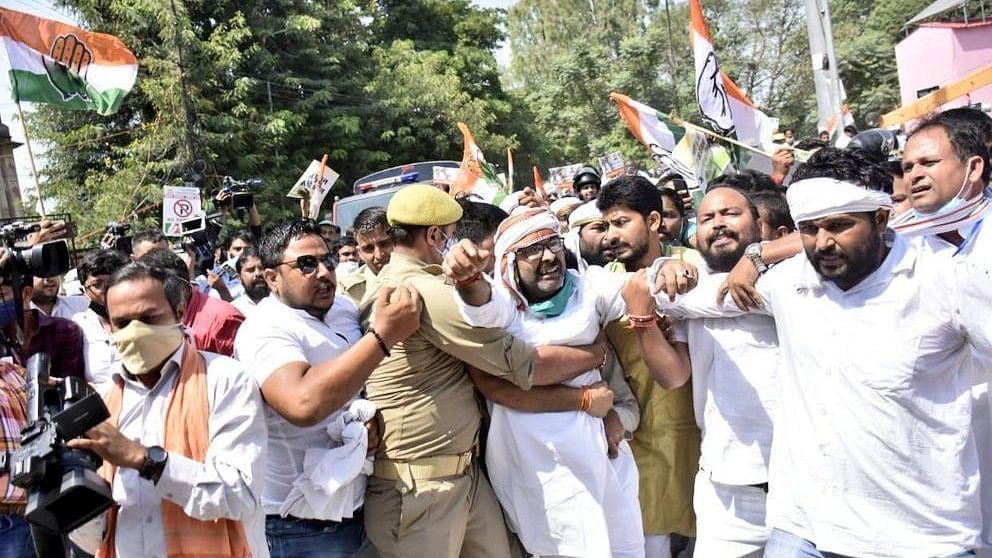 कृषि कानूनों के खिलाफ उत्तर प्रदेश कांग्रेस का जोरदार प्रदर्शन, अजय लल्लू समेत कई नेता गिरफ्तार, कई नजरबंद
