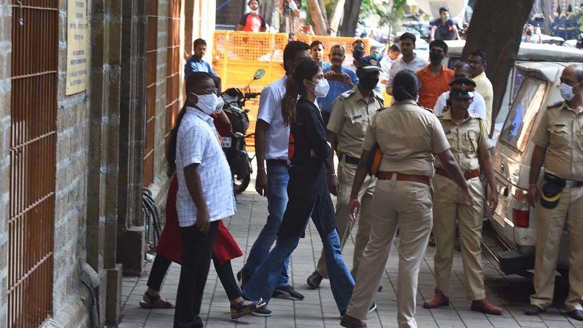 सिनेजीवन: NCB की बड़ी कार्रवाई, रिया को किया गिरफ्तार, सुशांत की बहन बोलीं- भगवान हमारे साथ