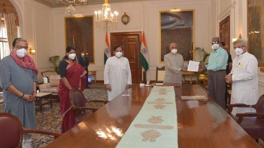 दिल्ली दंगों की निष्पक्ष जांच के लिए राष्ट्रपति से मिला विपक्ष, ज्ञापन सौंप की जांच आयोग की मांग
