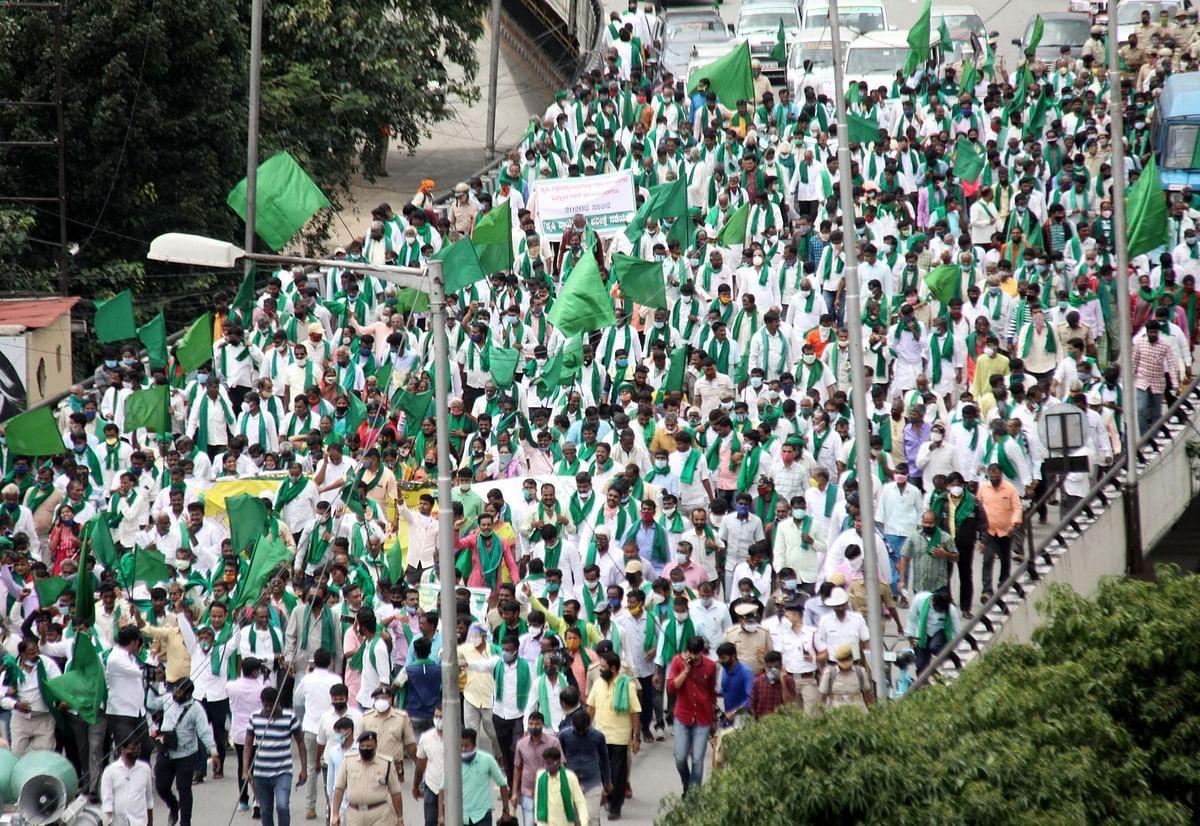 कृषि विधेयकों के विरोध में किसानों का भारत बंद, यूपी, बिहार, पंजाब समेत दूसरे राज्यों की देखें तस्वीरें