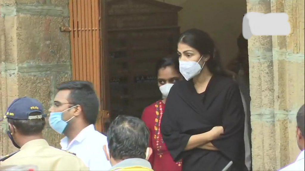 सुशांत सिंह केस: एनसीबी ने रिया चक्रवर्ती को किया गिरफ्तार, जानें क्यों और किस मामले में हुई गिरफ्तारी