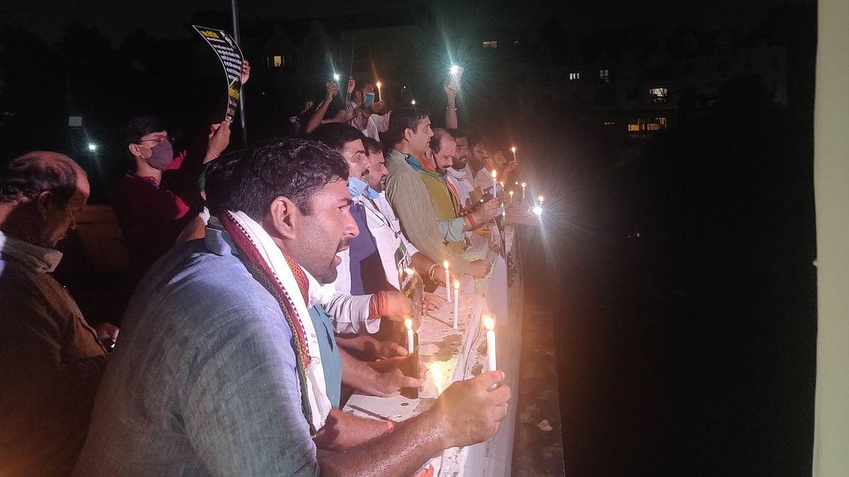 बड़ी खबर LIVE: देश भर से #9बजे9मिनट अभियान में रोजगार के लिए उठी आवाज, लखनऊ में यूथ कांग्रेस के नेता गिरफ्तार